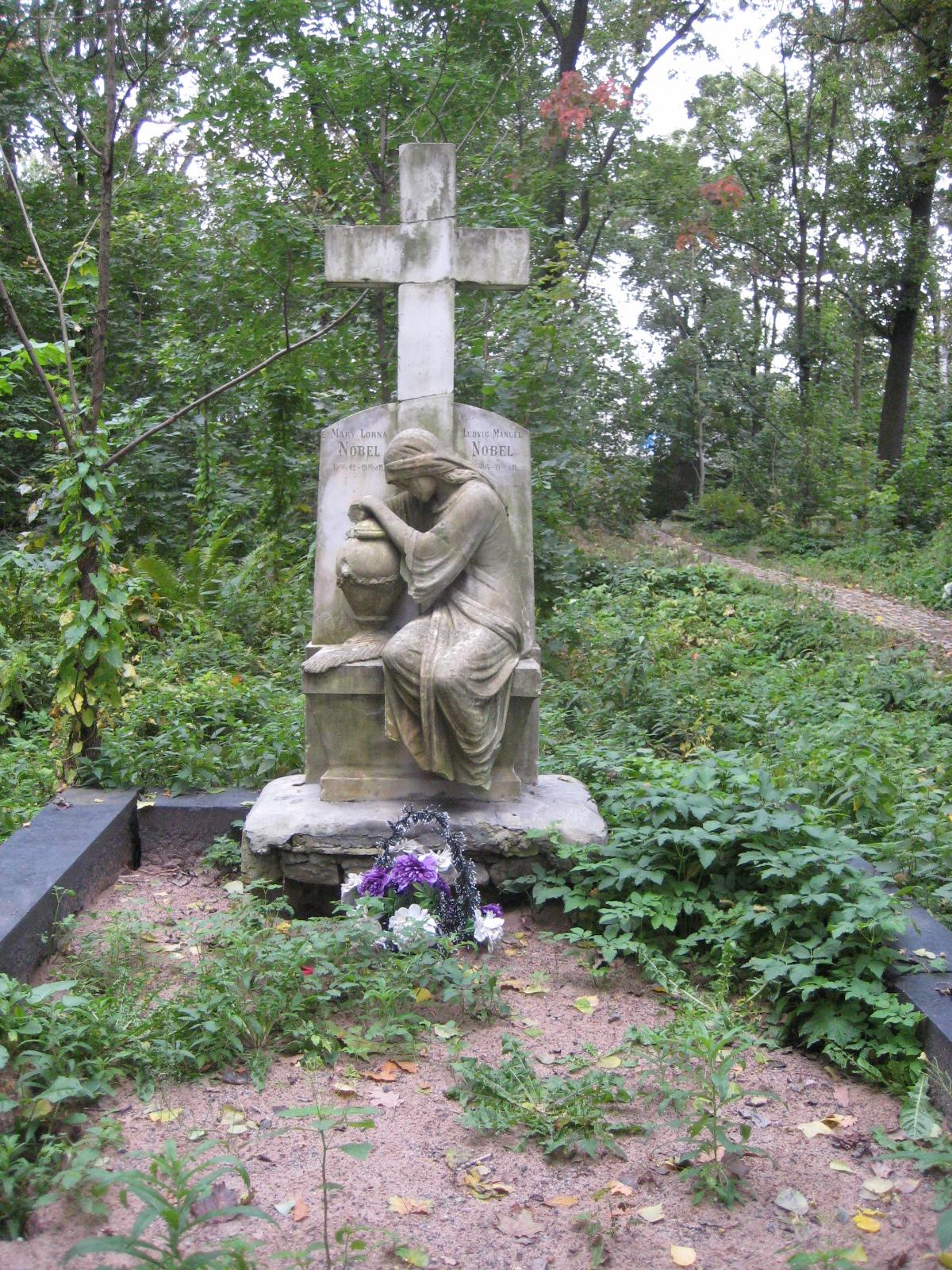 At Smolenskoe Cemetery